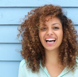 Cacheado, crespo ou ondulado: Você sabe qual é o seu tipo de cabelo?