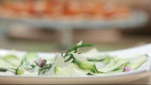 Zucchini-Carpaccio mit Parmesan und Zitronen-Olivenöl
