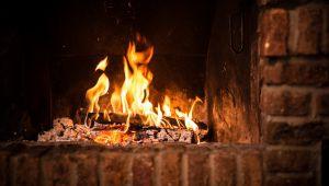 Weihnachten in der Provence: die Tradition des Cacho-Fio (Christklotz)