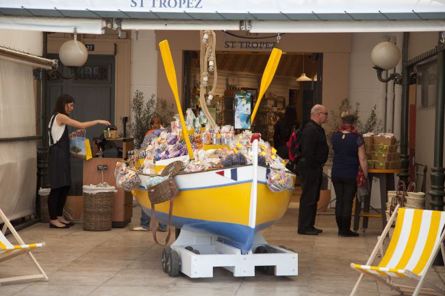 L'Occitane Sets up on the Port of Saint-Tropez