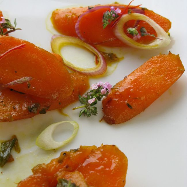 Glazed Carrots with Saffron & Thyme