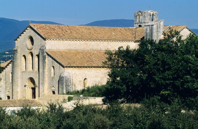 Senanque, Silvacane, Thoronet The Cistercian Abbeys of Provence