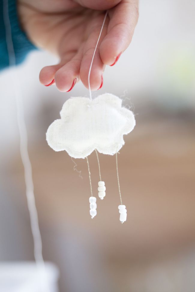Make a cloud and snowflakes christmas ornament with Lise Petermann