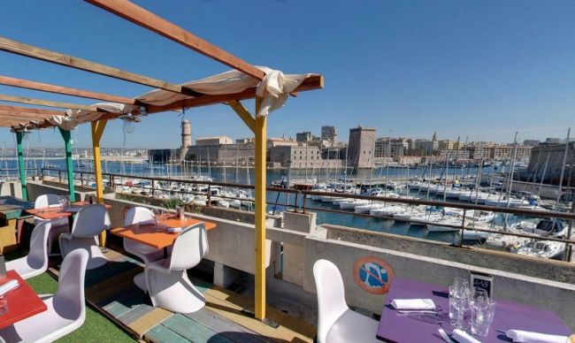 An Elevated Escape at the Rowing Club in Marseille