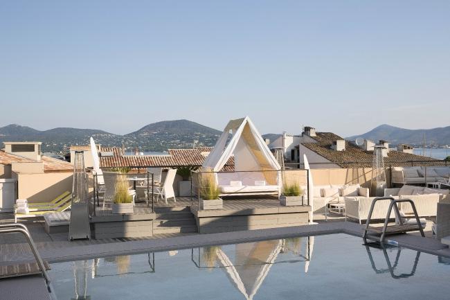 Le plus contemporain : le rooftop de l'Hôtel de Paris à Saint-Tropez