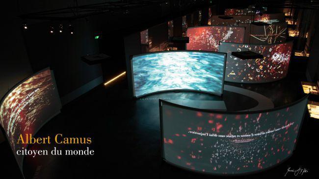 Vue de l'exposition Albert Camus, Citoyen du Monde