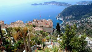 Eze: un village de charme surplombant la Côte d'Azur!