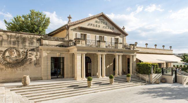 Christian Lacroix redonne vie à l'Hôtel Jules César