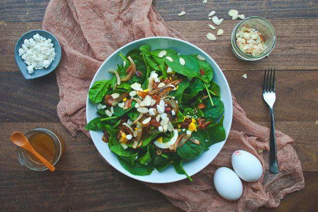 Salade aux épinards et amandes