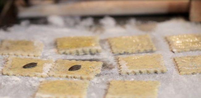 Carpaccio di zucchine al parmigiano e olio d'oliva al limone