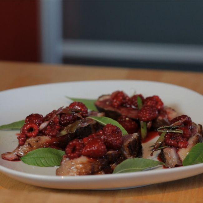 鴨の胸肉と木イチゴ