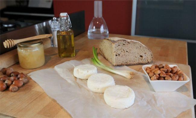 シェーブルチーズとセベットのトースト