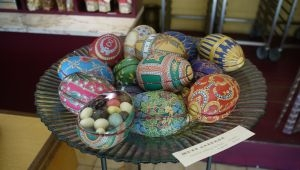 サン・レミ・ド・プロヴァンスの菓子店プティ・デュックで見つけた復活祭