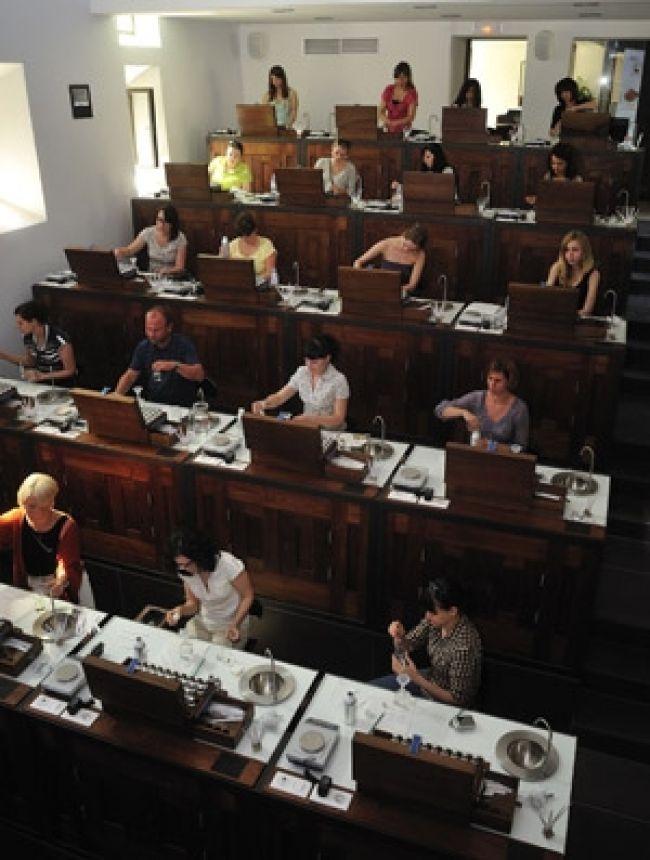 フォルカキエにあるヨーロッパ香料大学(UESS)