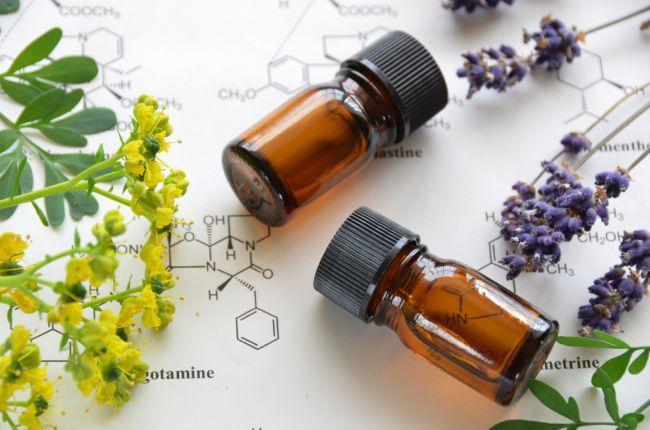 Aromachologie, olfactorische therapie op basis van essentiële oliën