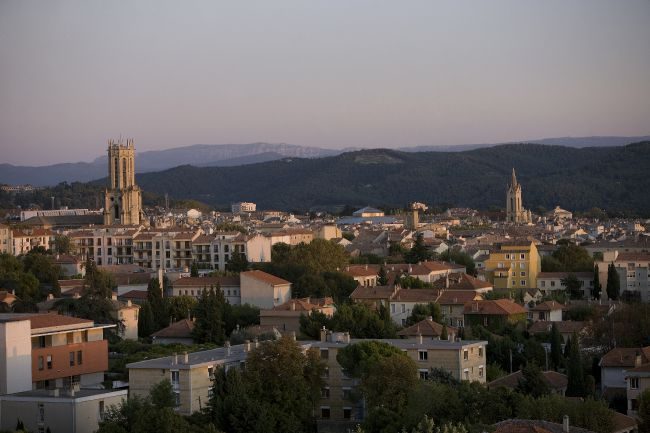 Artista chinês coloca à venda um pouco do ar da Provence!