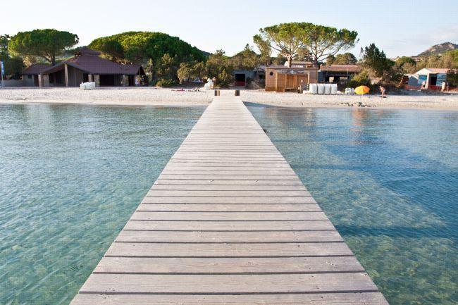A praia de Santa Giulia