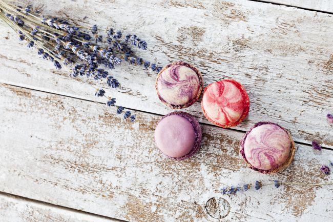 Печенье макаруны с медом и цветами лаванды