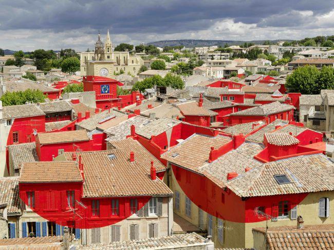 Felice Varini:普罗旺斯萨隆(Salon-de-Provence)屋顶的实景空间艺术