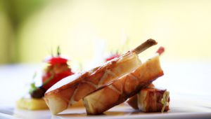 「La Cabro d'Or」主廚 Michel Hulin 的乳豬與鑲蕃茄