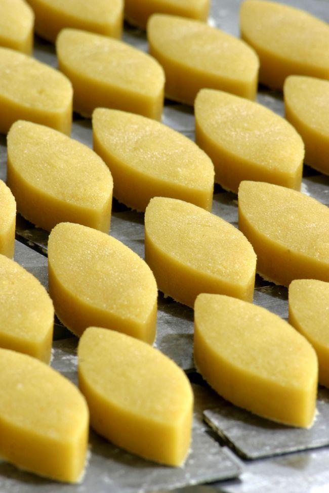 卡里頌杏仁餅(Calissons):普羅旺斯艾克斯城的特色美食