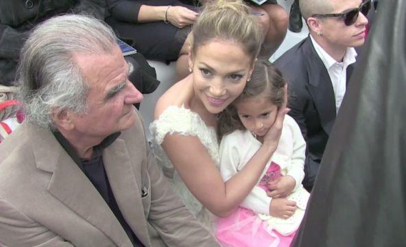 Jennifer lopez maman sexy et fashion avec sa fille emme au d 233 fil 233
